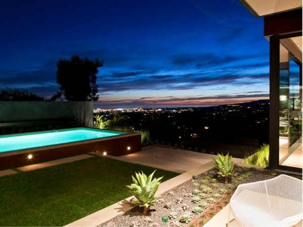 minimalist luxury estate in LA 11 600x449 Luxury Mansion On The Sunset Strip Overlooking Downtown LA