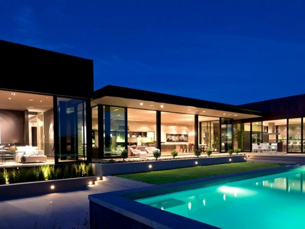 minimalist luxury estate in LA 12 600x450 Luxury Mansion On The Sunset Strip Overlooking Downtown LA