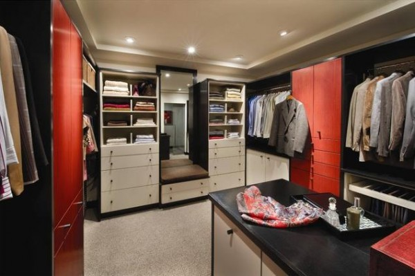 red accents walk in closets 600x399 30 Fabulous Walk In Closets to Inspire You