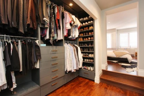 shoe shelving walk in closets 600x400 30 Fabulous Walk In Closets to Inspire You
