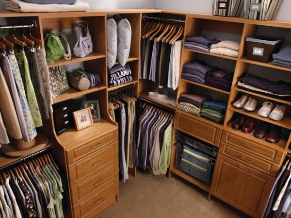 traditional dark walk in closets 600x449 30 Fabulous Walk In Closets to Inspire You