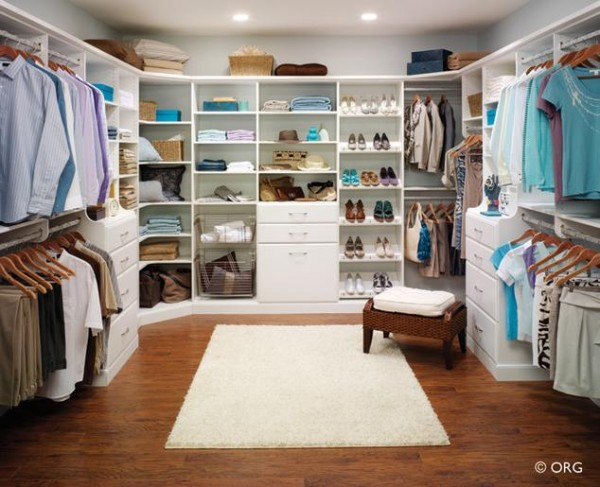 white awesome walk in closets 600x487 30 Fabulous Walk In Closets to Inspire You