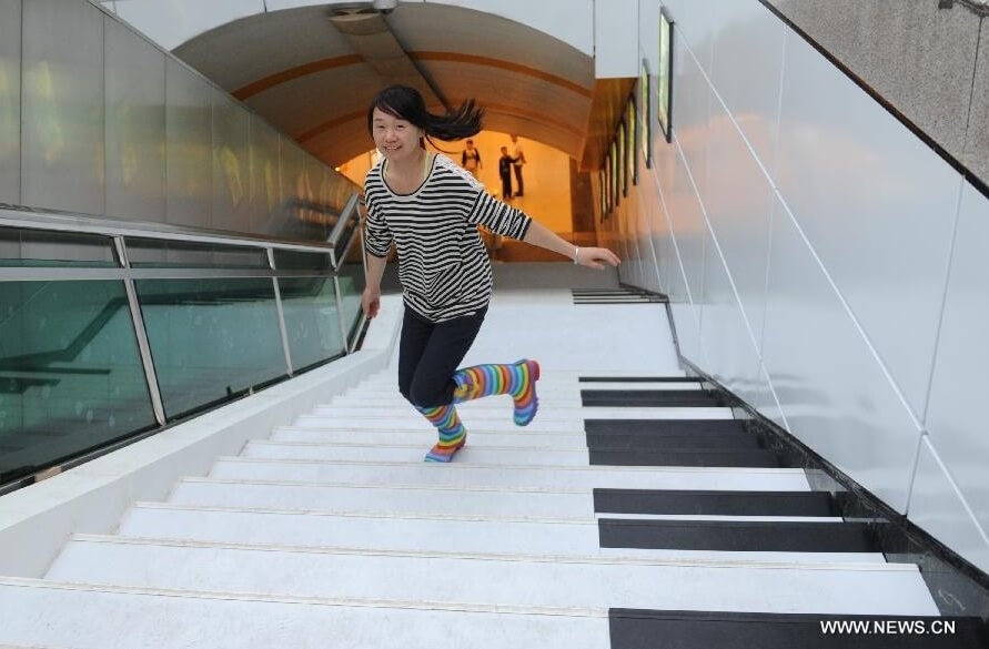 Girl-on-piano-stairs-China-02