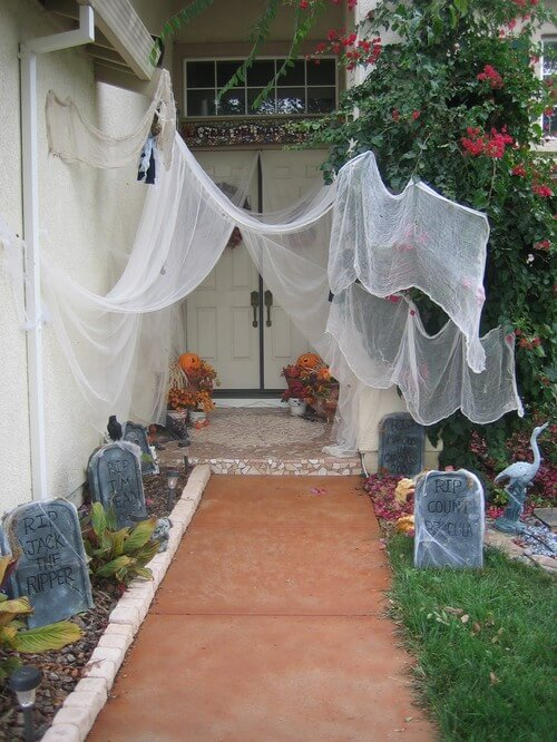 Halloween party decorations 01 Spooky Halloween Party Ideas