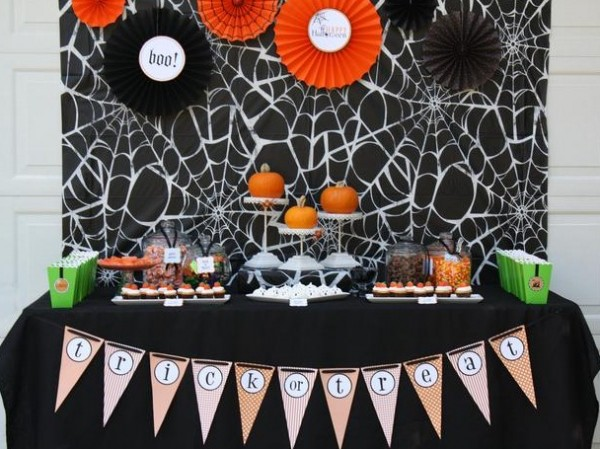 Halloween party decorations 11 600x449 Spooky Halloween Party Ideas