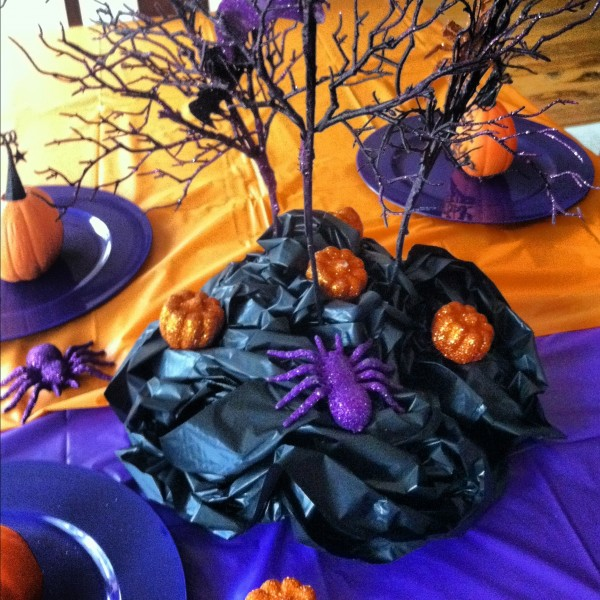 Halloween party decorations 141 600x600 Spooky Halloween Party Ideas