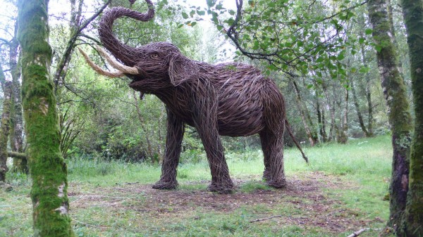 Holm Elephant 2 600x337 Beautiful Architecture with Willow Sculptures