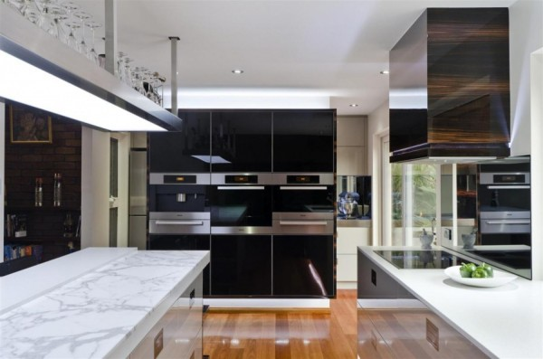 Large contemporary kitchen1 600x397 Sophisticated Simplicity Defines Darren Jamess Kitchen Renovation