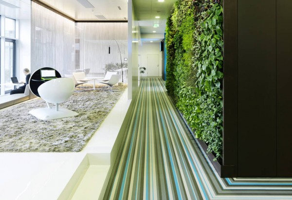 Microsoft Office Austria green wall 07 600x411 Microsoft Headquarters in Vienna Boasts Ultra Modern Design