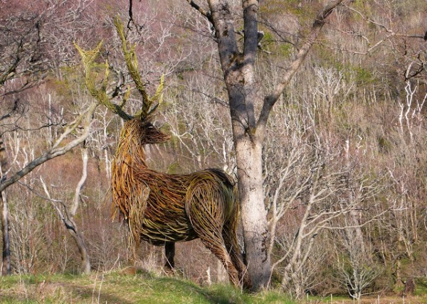 Willow Sculpture animal 600x428 Beautiful Architecture with Willow Sculptures