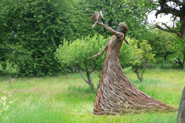 Willow Sculpture2 600x399 Beautiful Architecture with Willow Sculptures