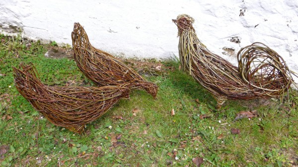 poultry 600x337 Beautiful Architecture with Willow Sculptures
