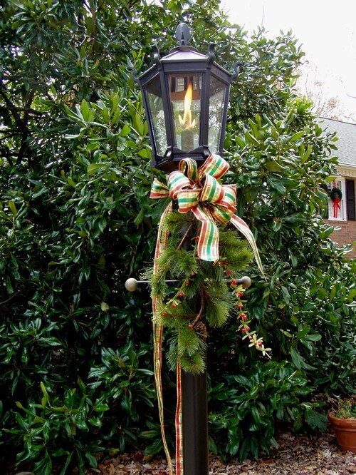 Christmas outdoor lamp decor How to Set Up the Best Christmas Home Decoration