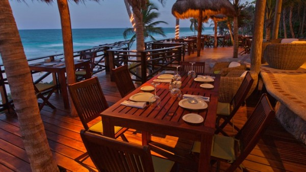 Dinner setting in a Carribean hotel 600x338 Eco Boutique Hotel in a Paradise of Unique Beauty