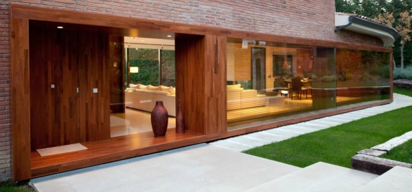 House exterior architecture and garden 600x281 Single Familiy House Rehabilitation in Bellaterra, Barcelona