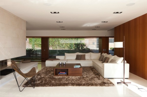Modern living room 600x397 Single Familiy House Rehabilitation in Bellaterra, Barcelona