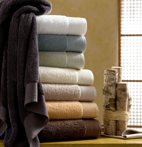 Organic bath towels 600x618 Simple Eco Friendly Ideas for Remodeling Your Bathroom