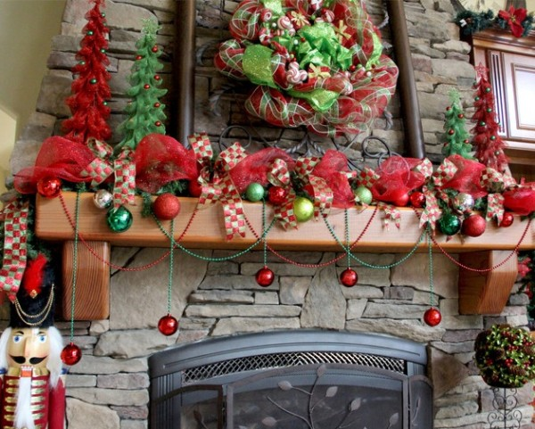 Red Christmas decorations 600x481 How to Set Up the Best Christmas Home Decoration