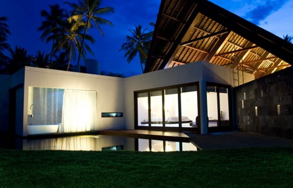 Villa Sapi Indonesia exterior 600x386 Modern Meets Traditional in a Luxurious Villa in Indonesia