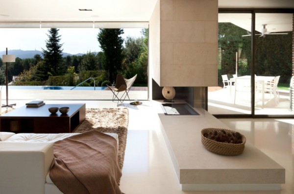 White living room design 600x397 Single Familiy House Rehabilitation in Bellaterra, Barcelona