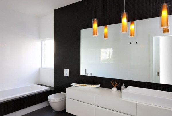 black and white bathroom 600x404 How to Choose Colors for a Bathroom