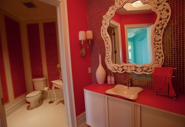 red wall for bathrooms 600x412 How to Choose Colors for a Bathroom