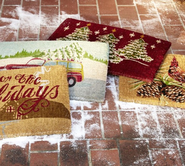 Cardinal doormat for Christmas outdoor decor 600x540 Christmas Decorating Ideas for Outdoor Settings