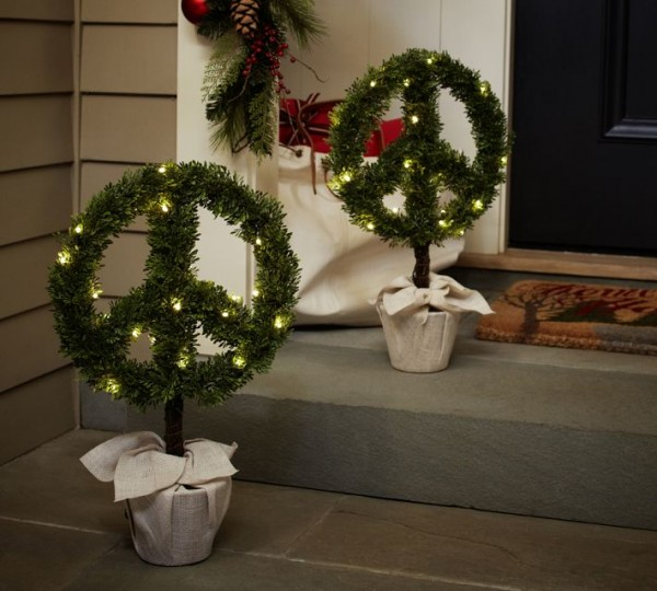 Christmas Boxwood peace topiary Pottery Barn 600x540 Christmas Decorating Ideas for Outdoor Settings