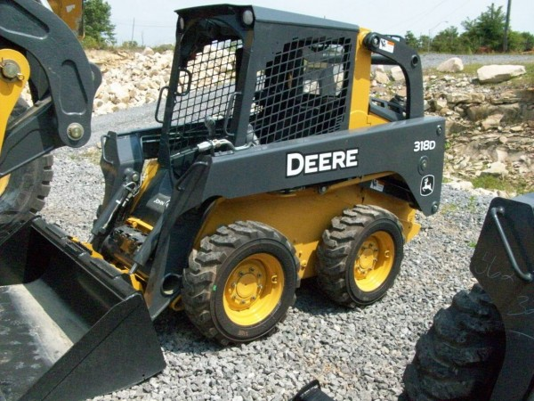 John Deere skid steers 600x450 Helpful Machines in Construction Industry: Skid Steer Loaders