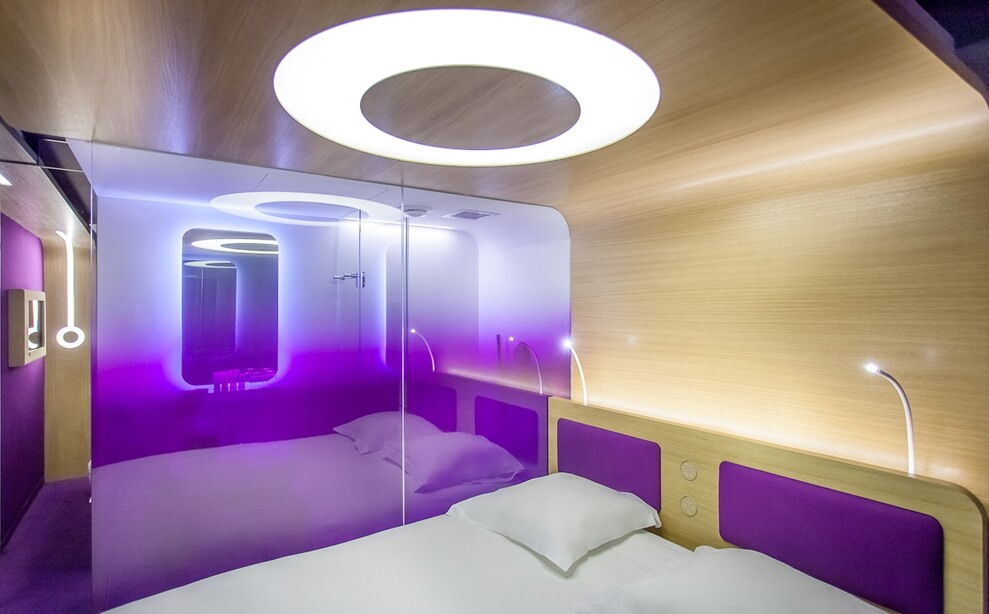 Violet-retro-futuristic-bedroom-in-Hotel-O-Paris