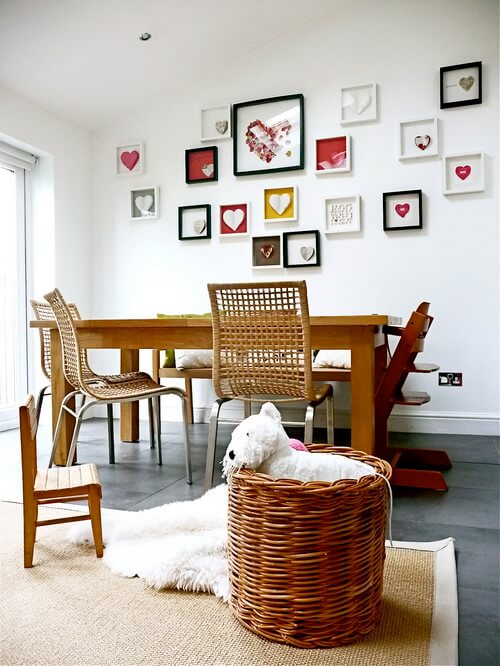 eclectic dining room with photo frames Photo Frames, a Great Way to Beautify Your Interiors