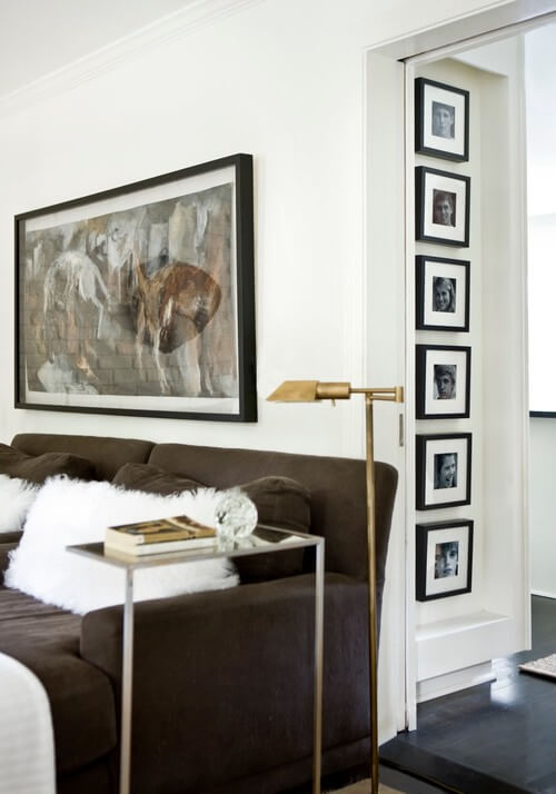 photo frames in living room Photo Frames, a Great Way to Beautify Your Interiors
