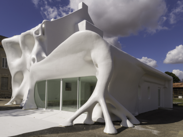 white building 600x450 Gue(ho)st House Amazing Architectural Phantasmagoria Design