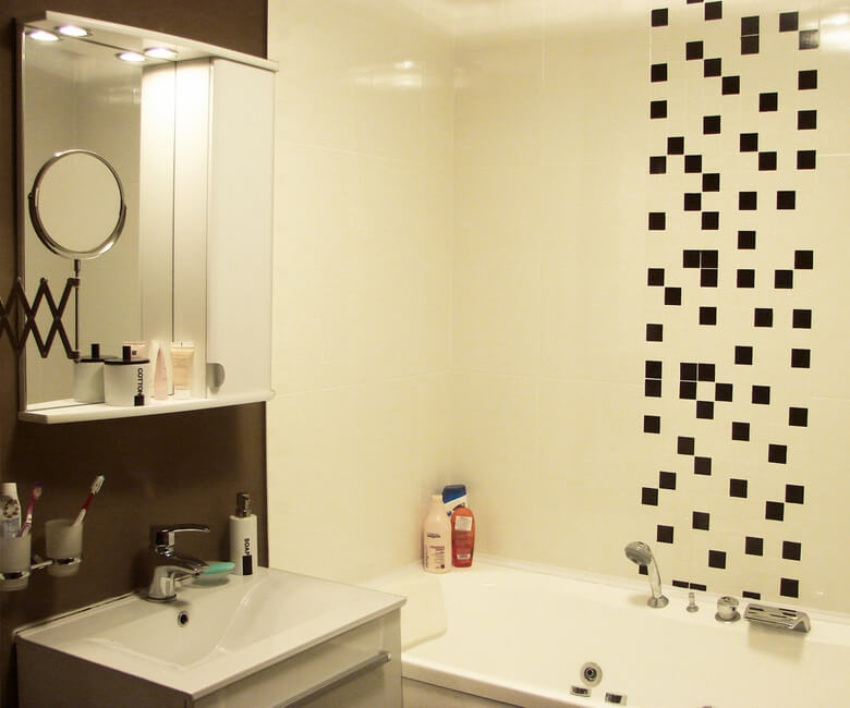 Graphic elements in a modern small bathroom Fresh Small Apartment on the Edge of Modern Style