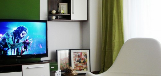 Living-room-with-fresh-green-accent-wall