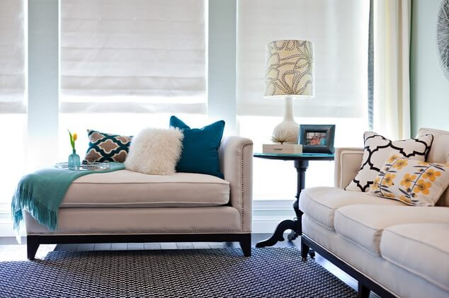 Accent-pillows-in-living-room
