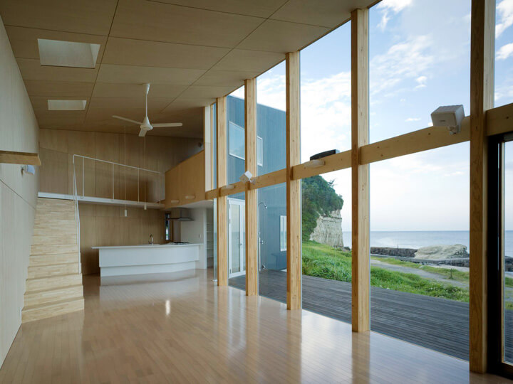 Seaside residence with wood structure Boomerang Shaped House with Shed Roof in Japan