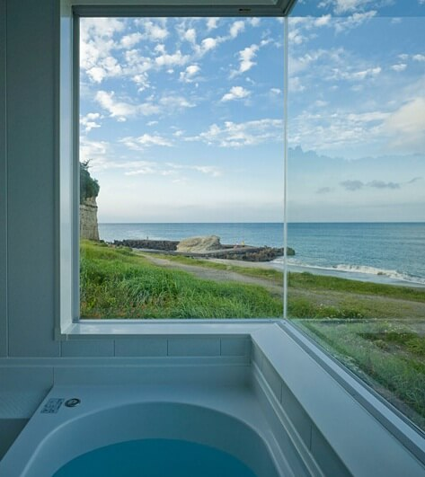 Simple bathroom design with Pacific Ocean views Boomerang Shaped House with Shed Roof in Japan