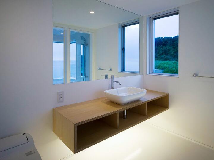 Simple bathroom design Boomerang Shaped House with Shed Roof in Japan