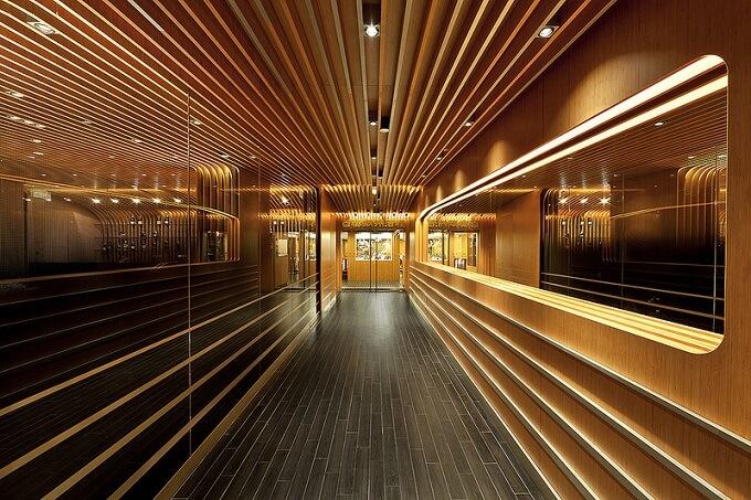 Restaurant-passageway