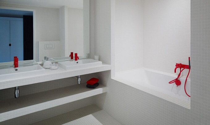 White-bathroom-design