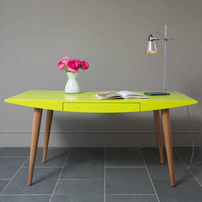 Green-Belly-desk