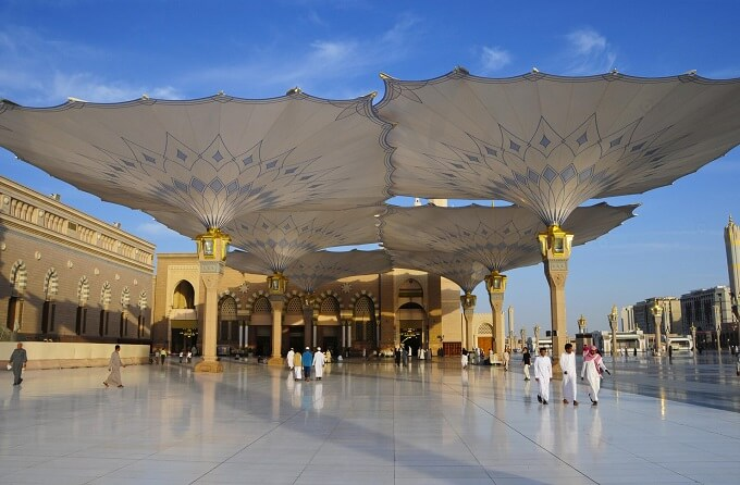 Opened umbrellas design High Tech Giant Umbrellas Improve Al Masjid al Nabawī Mosque's Natural Micro Climate