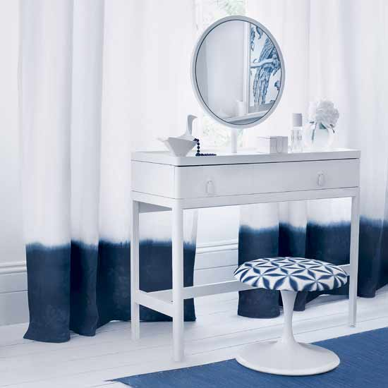 simple dressing table 5 Contemporary White Dressing Tables to Get Ready For Your Day