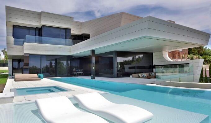 Exterior-design-of-Balcony-House