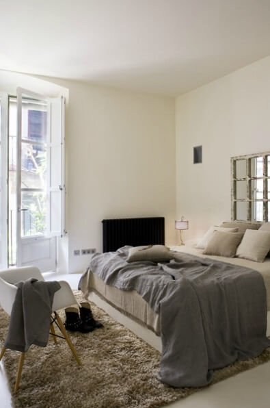 Contemporary bedroom Contemporary Apartment Renovation in the Gothic Quarter, Barcelona