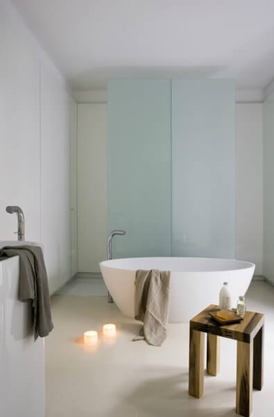 Modern bathroom renovation Contemporary Apartment Renovation in the Gothic Quarter, Barcelona