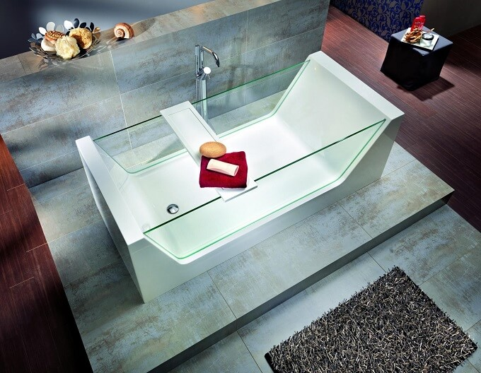 Modern bathtub with glass Outstanding Bathtub Design for an Inevitable Relaxing Bath Experience