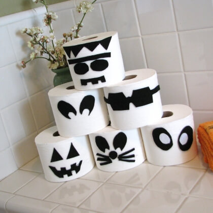 10 awesome diy halloween decor ideas you can try this year Toilet paper roll centerpieces
