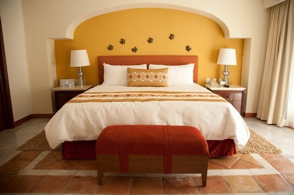 A king size hotel bed